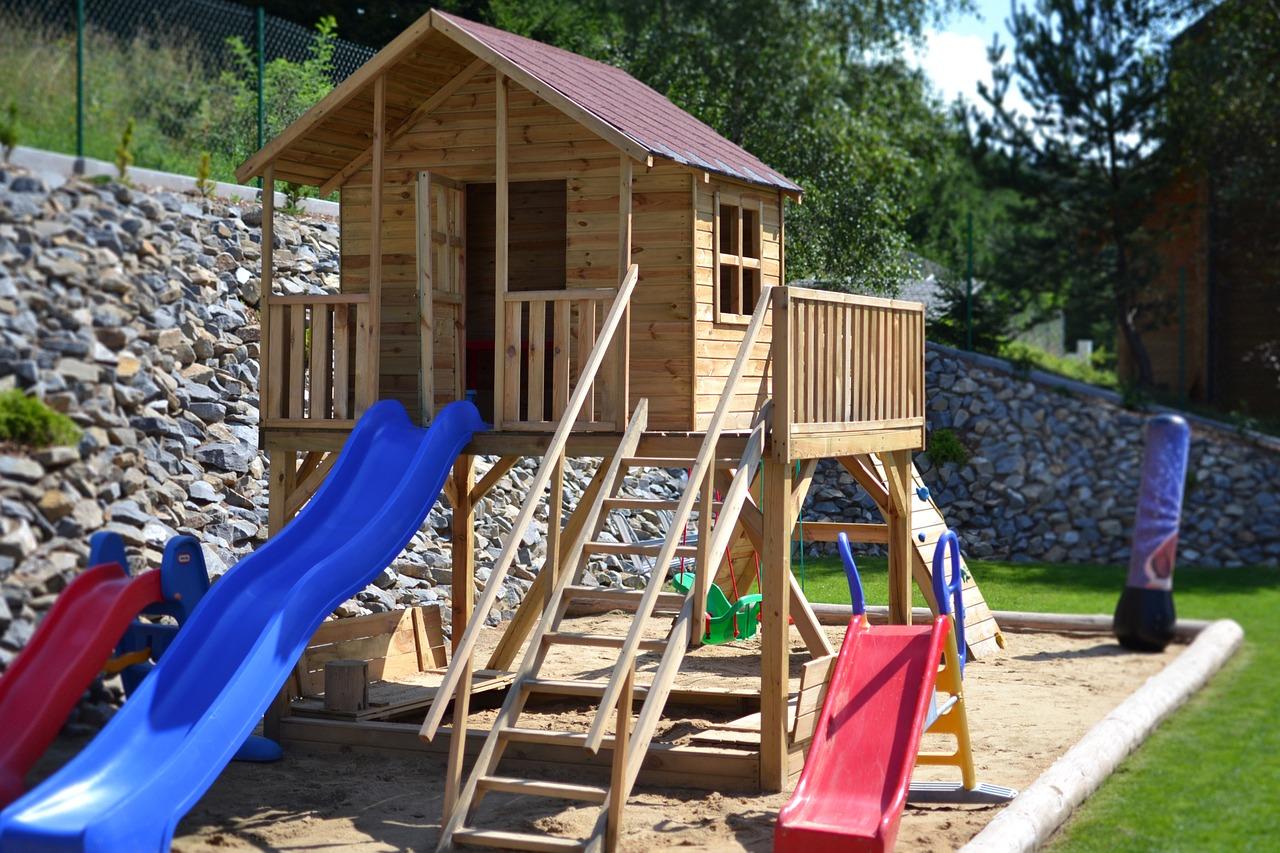 Záhradný domček pre deti z dreva nemusíte stavať, kúpte už hotový!