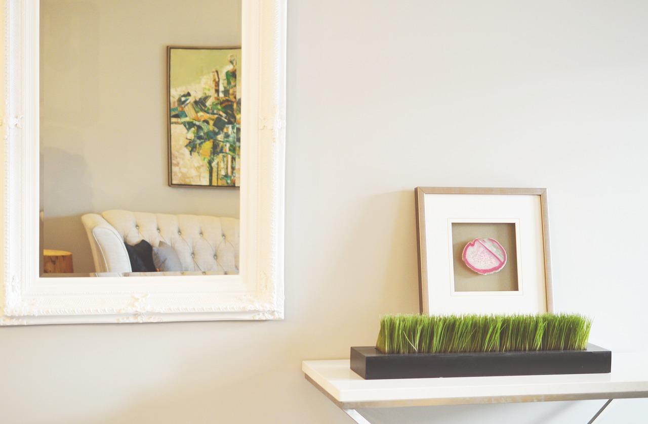 Štýlový a praktický doplnok domácnosti? Zrkadlo na stenu skrášli každý interiér!