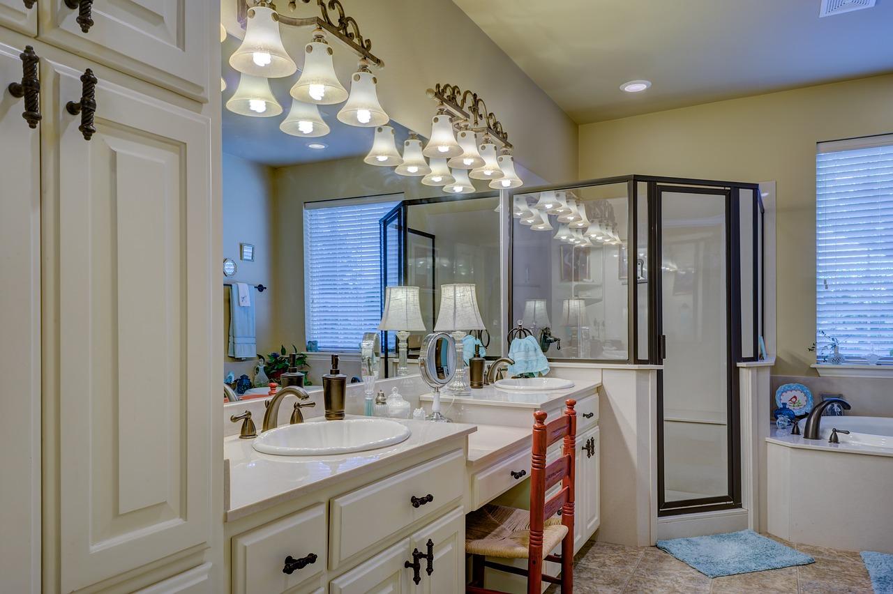 Ako vybrať kúpeľňové svietidlá a ktorý typ sa hodí kam?