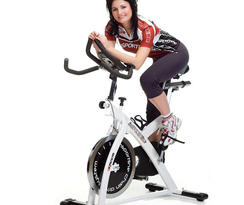 Cyklotrenažér ako alternatíva cestného bicykla v nepriaznivom počasí? Rozhodne a nie len to!