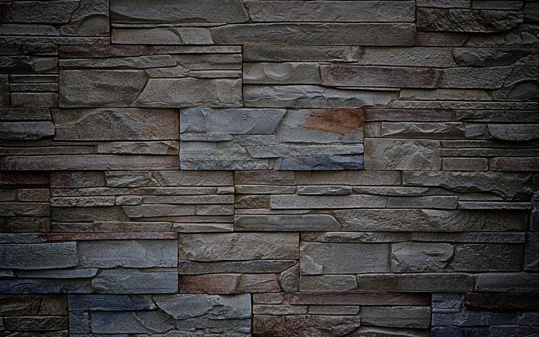 Kamenný obklad by vo vašej domácnosti nemal chýbať, môžete ho použiť v interiéri aj v exteriéri