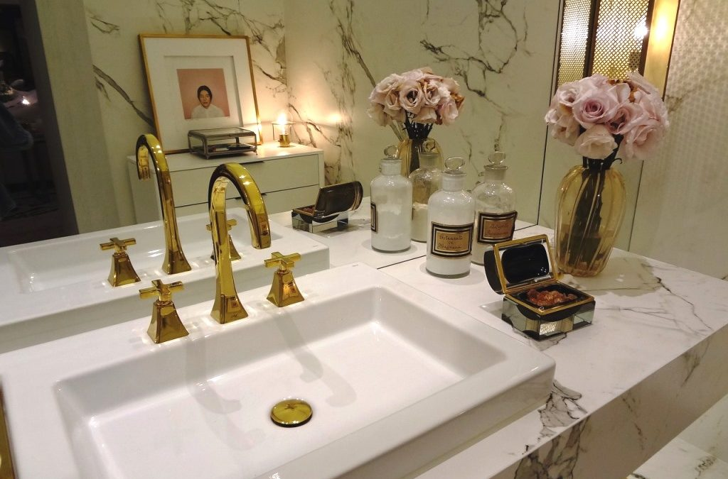 Tapety do kúpeľne sú rýchlou a zaujímavou estetickou alternatívou k tradičným materiálom