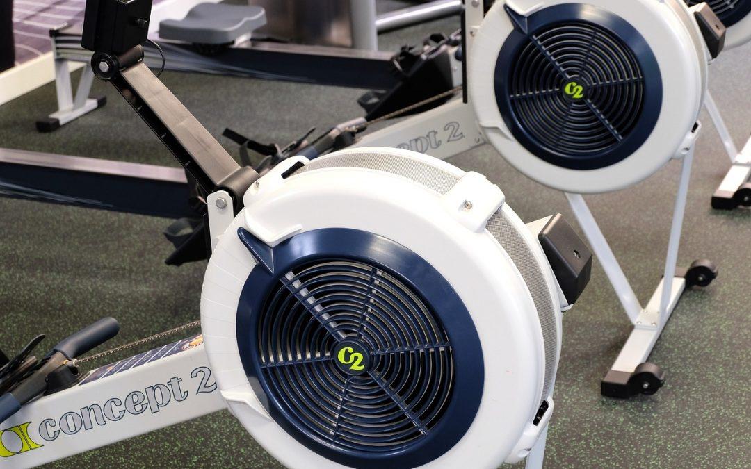 Hľadáte univerzálny stroj na precvičenie hornej aj dolnej časti tela súčasne? Zvoľte si veslovací trenažér!