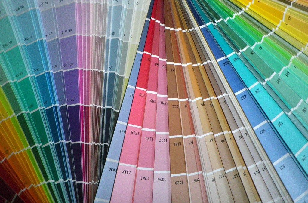 Farby do spálne nie sú len dekoračnou záležitosťou. Čo k sebe ladí?