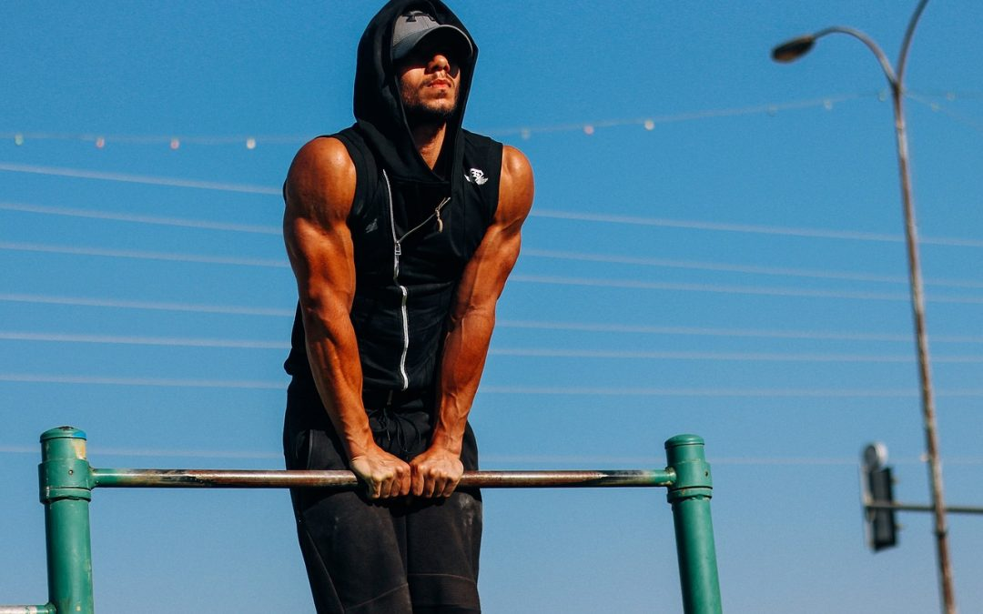 Brucho, prsia, ruky aj chrbát. Ak chcete posilniť tieto svalové partie, ideálnym pomocníkom je hrazda na stenu