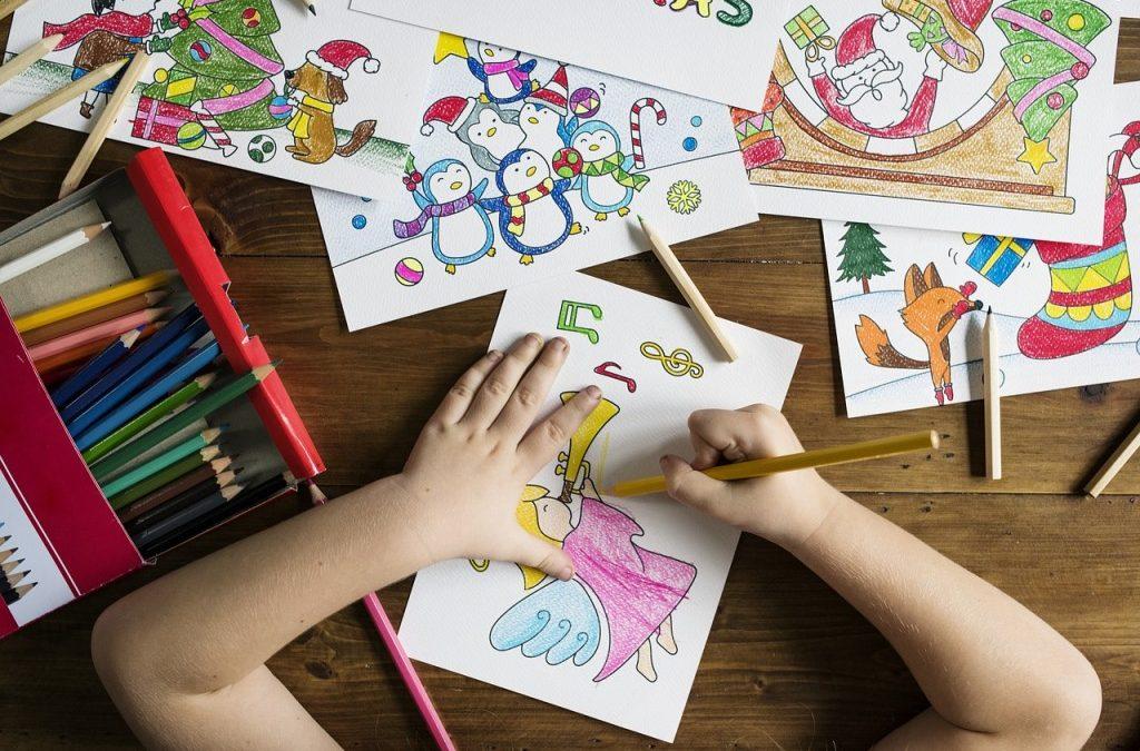 Detský stolík na kreslenie aj školské povinnosti. Pomôžeme vám s výberom!