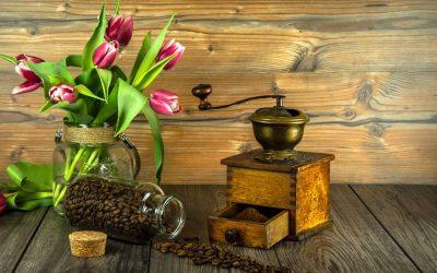 Mlynček na kávu je neodmysliteľný pomocník pre správnu chuť kávy. Prečo na mletí tak záleží?