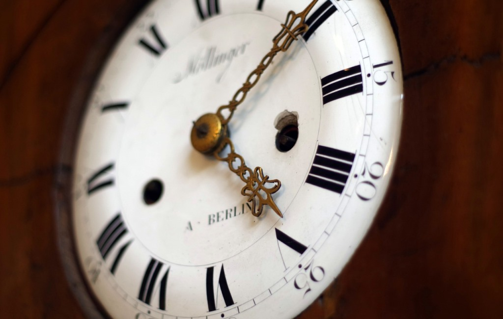 Nástenné hodiny ako veľké a zaujímavé dizajnové spestrenie