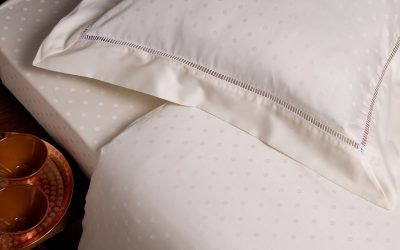 Saténové obliečky sú luxusným pohladením pokožky aj doplnkom spálne