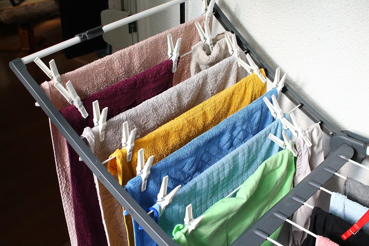 Sušiak na prádlo má niekoľko praktických podôb. Ktorá je ideálna do interiéru a ktorá do exteriéru?