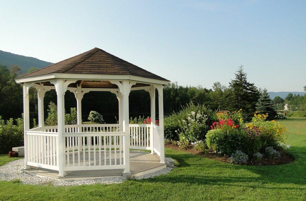 Záhradný altánok na mieru? Kúpiť ho alebo si ho spraviť doma?
