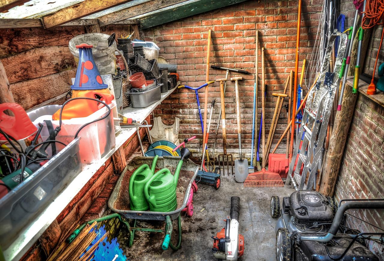 Zemný vrták ako ideálny pomocník na stĺpiky, sadenie či práce okolo domu. Ktorý si vybrať?