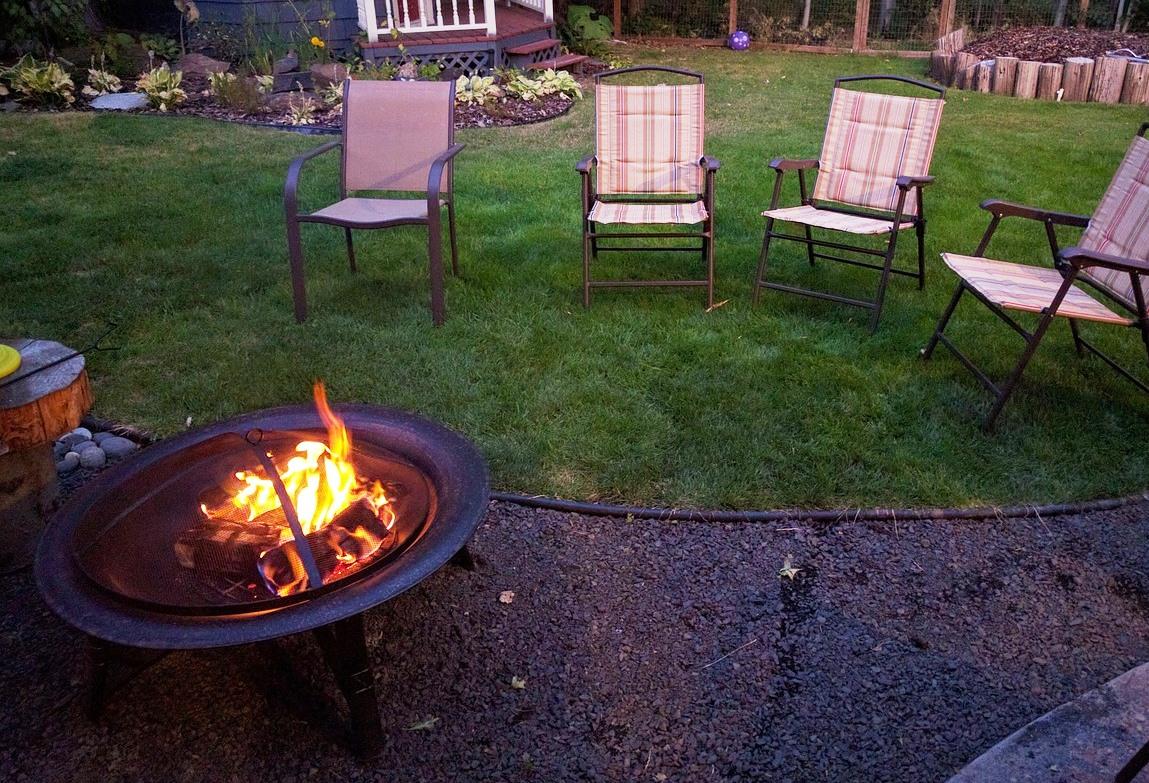 Ohnisko v záhrade nepripraví len chutnú večeru., postará sa aj atmosféru exteriéru!