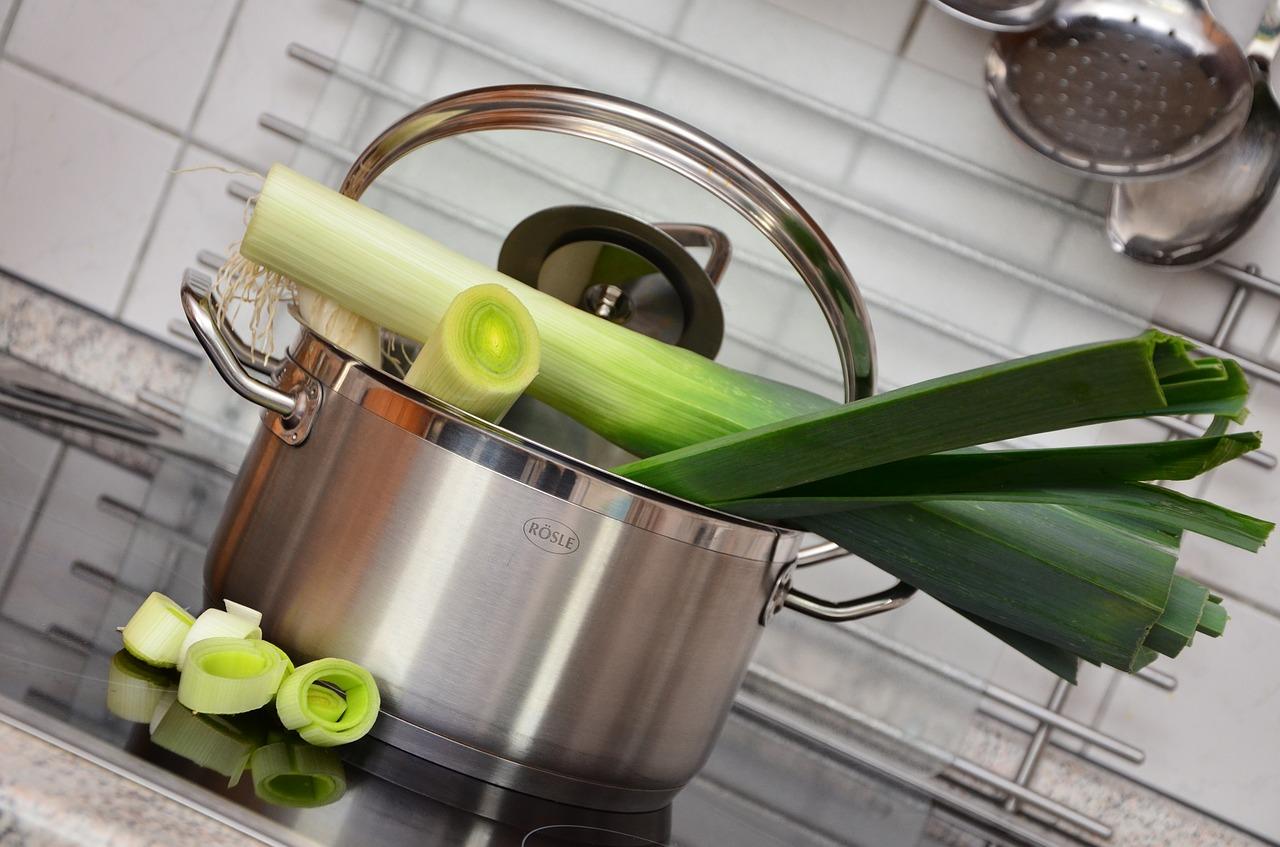 Sada hrncov patrí medzi základné vybavenie každej dobrej kuchyne